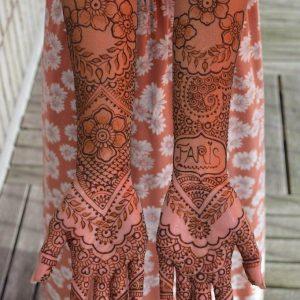 Bruidshenna-handen-4-1-681x1024-logo