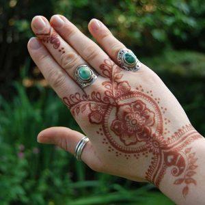 Henna-Designs-5-logo